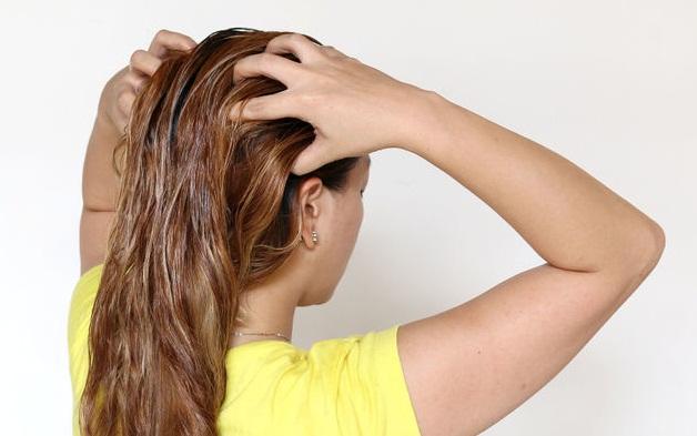670px-Apply-Almond-Oil-to-Hair-Step-2-Version-3