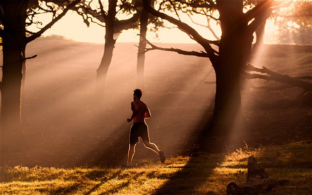 Man_running_throug_2978486b